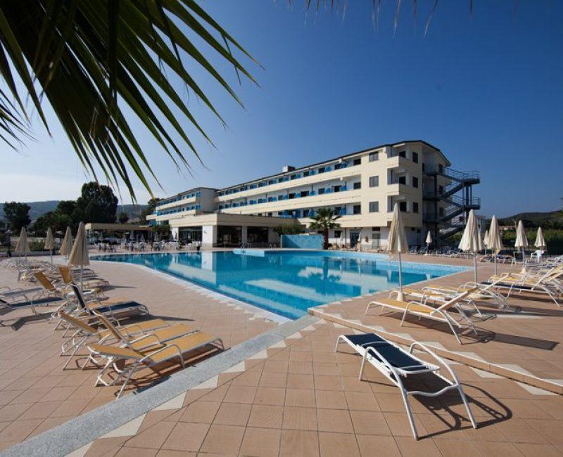 Hotel Costa dello Ionio - piscina e edificio